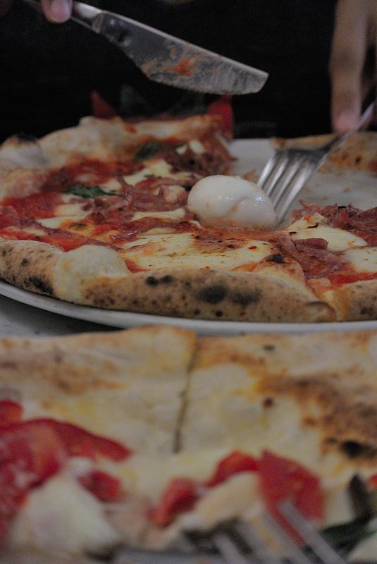 decumani pizza naples italy neapolitan spicy salumi