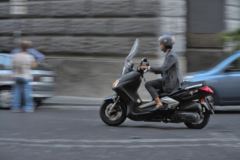naples motorcycle panning shot