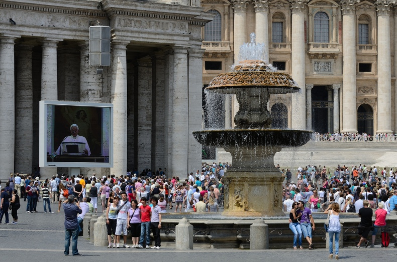 Piazza San Pietro benedict