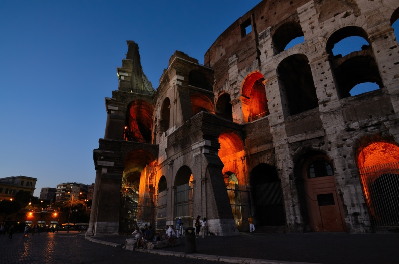blue hour roma italia lights coliseum
