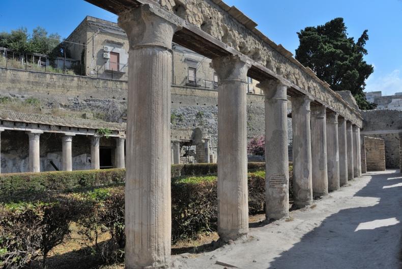 nikon v1 ruins vesuvius columns