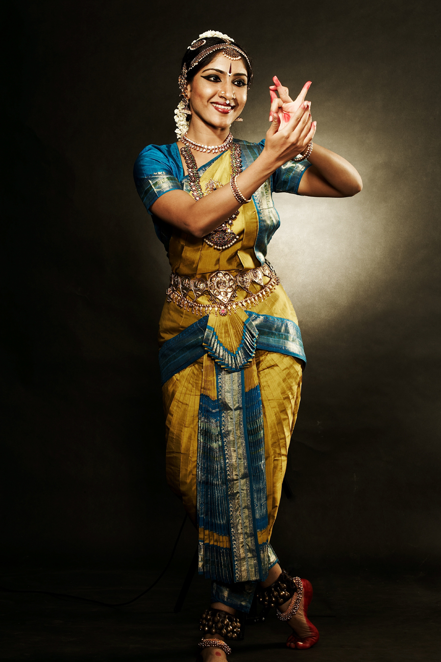 bharatanatyam dancer pose costume makeup jewelry
